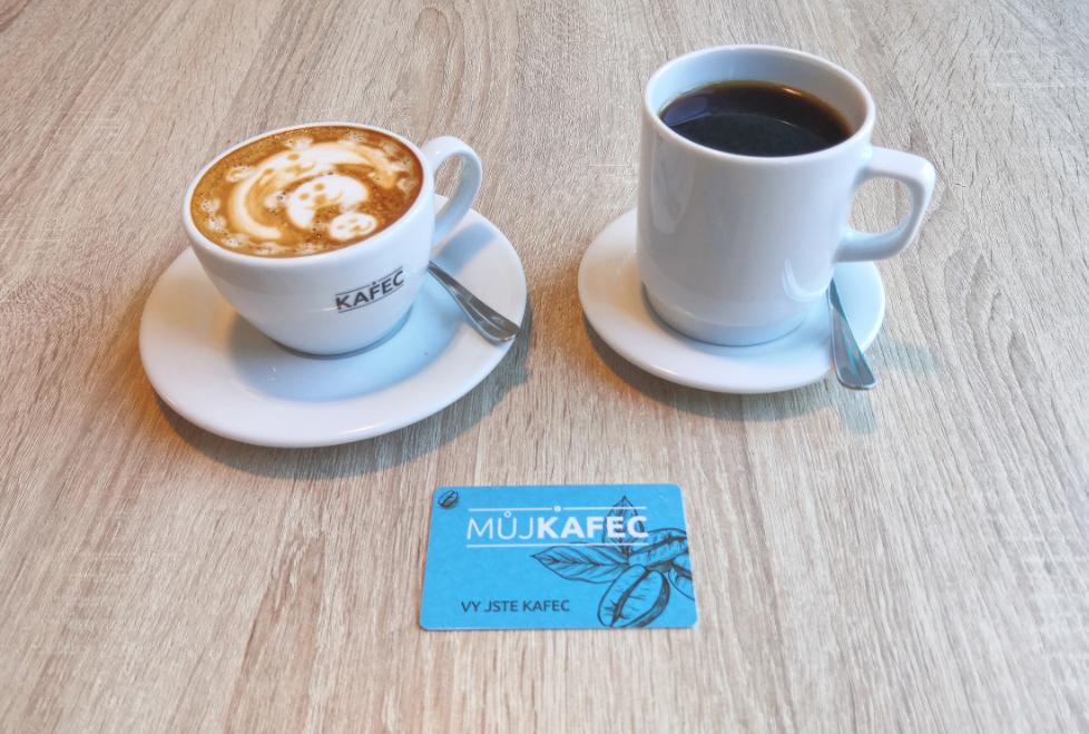 cappuccino a překapávaná káva KAFEC